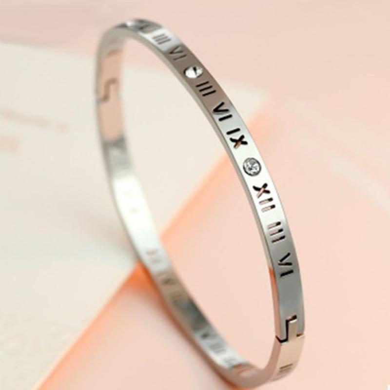 Afbeelding van Unisex Romeinse cijfers snijwerk Crystal ingelegd Titanium Steel Bracelet grootte: 6.2*5.8*1cm(Silver)